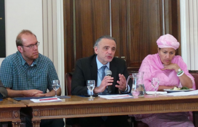 Tom Decroo, Coordenador de Pesquisa Operacional da MSF; Luiz Loures, Diretor Executivo Adjunto do UNAIDS; e Amina Mohammed, Assessora Especial do Secretário-Geral da ONU sobre o Planeamento do Desenvolvimento Pós-2015.