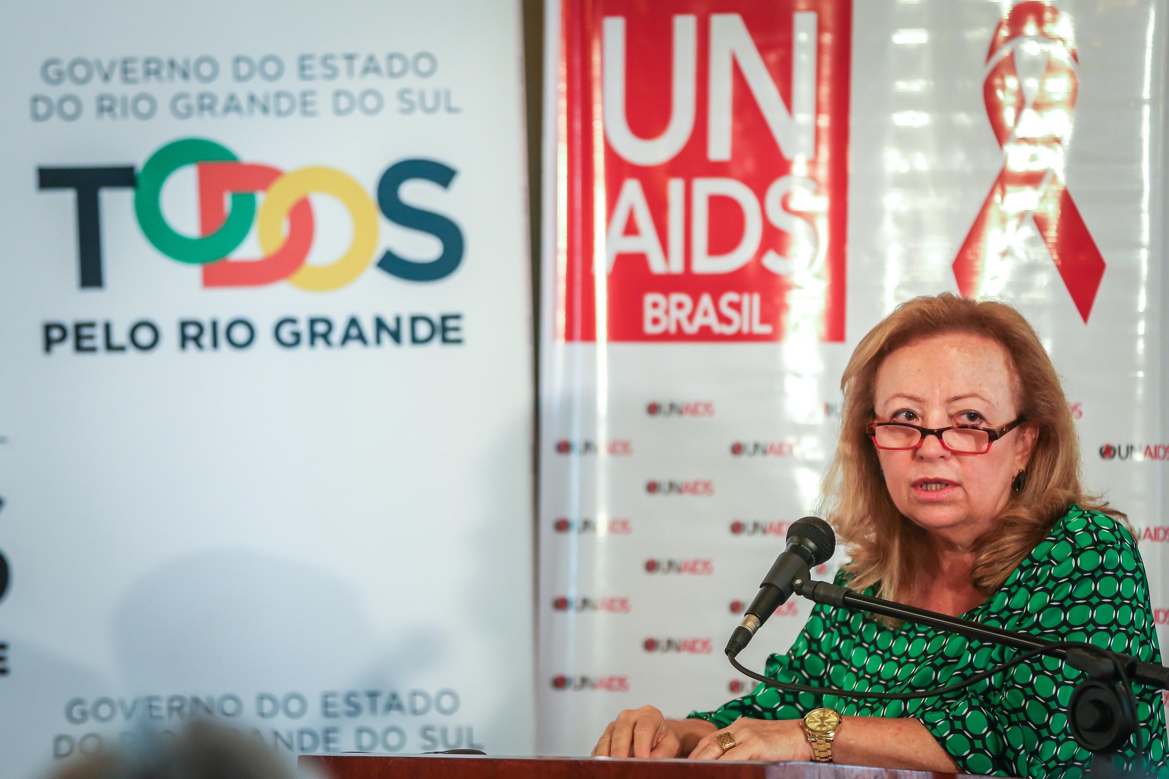 Assinatura da Declaração de Paris do UNAIDS por 15 prefeituras do Rio Grande do Sul e pelo governo do Estado. A Declaração é um compromisso para a aceleração da resposta à AIDS por meio do cumprimento das metas de tratamento 90-90-90 até 2020: 90% das pessoas vivendo com HIV diagnosticadas; 90% destas em tratamento; e 90% destas com carga viral indetectável. FOTO: Jefferson Bernardes/ Agência Preview