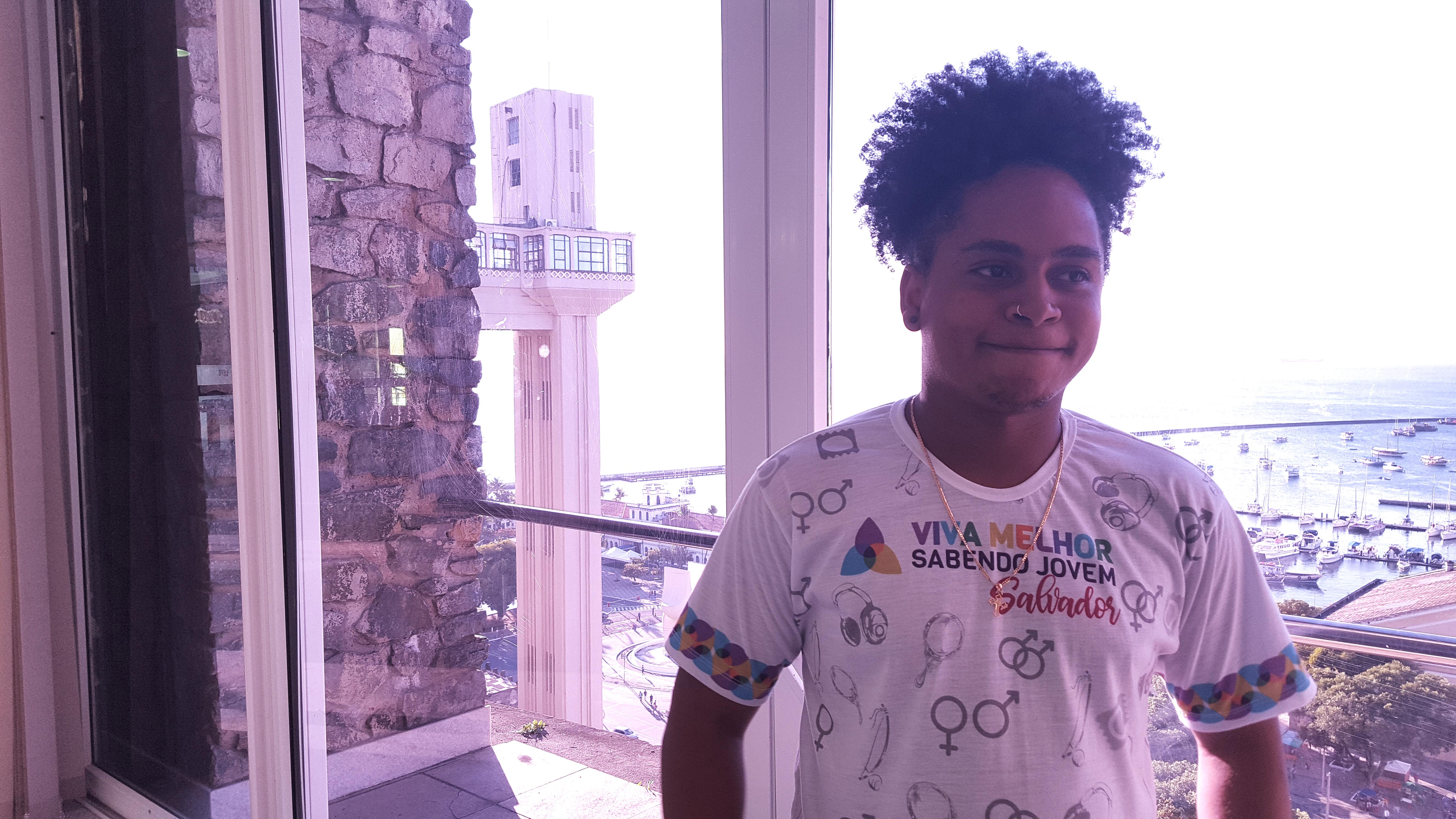 Em 2018, segundo estimativas do Ministério da Saúde, jovens com idades entre 15 e 24 anos representavam quase 15% de todos os novos diagnósticos de HIV em Salvador.