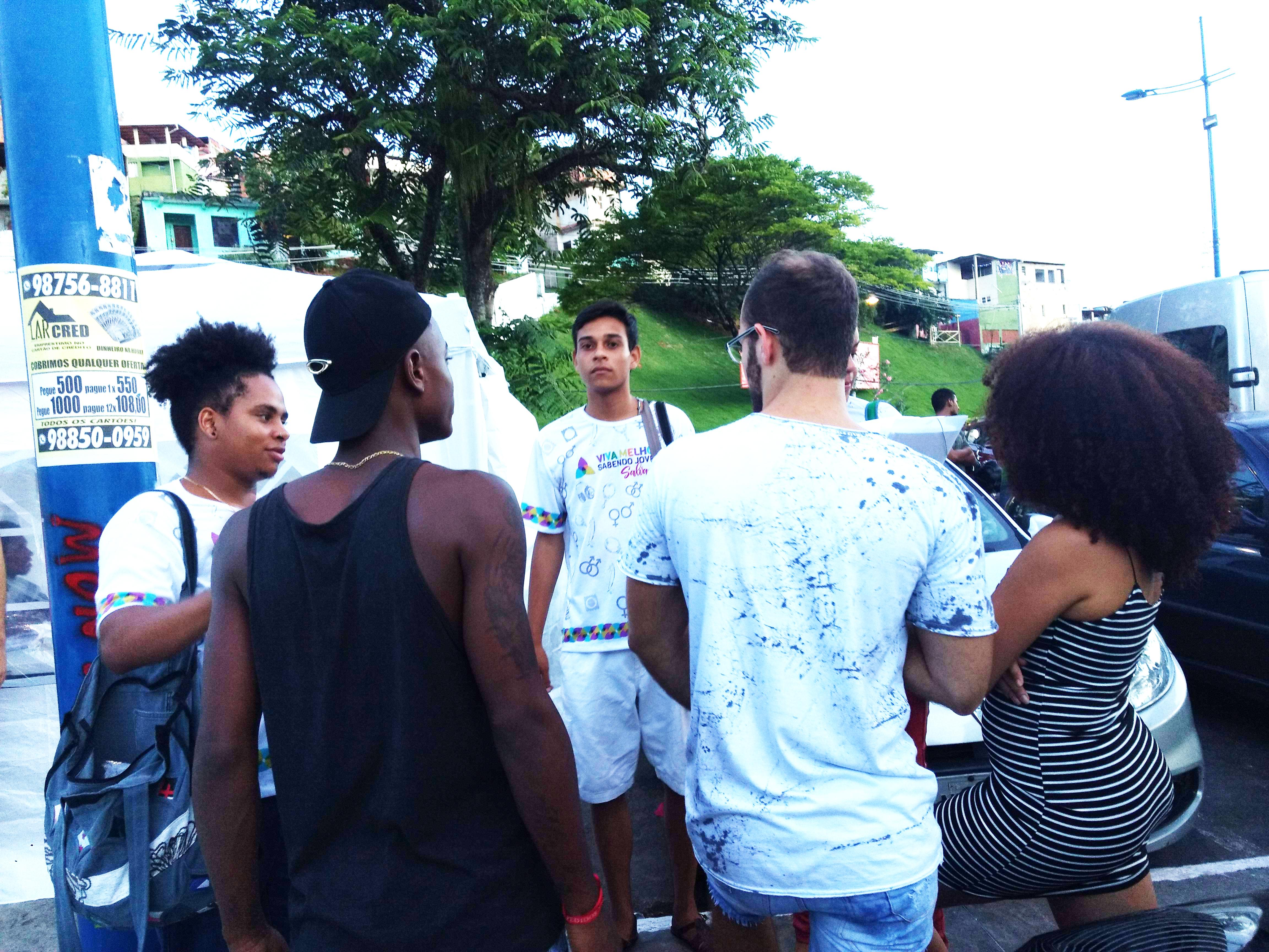 As novas infecções por HIV no Brasil aumentaram mais de 20% entre 2010 e 2018. Por isso, é essencial que jovens sejam capacitados para conversar sobre HIV.