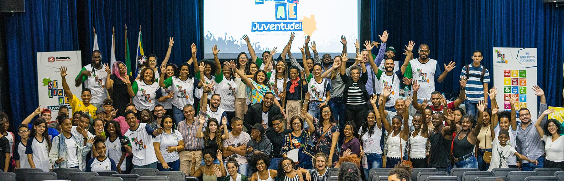 A organização Nação Basquete de Rua (NBR) lançou o projeto Se Liga Ae Juventude!, para levar conhecimento sobre HIV e AIDS a jovens da periferia.